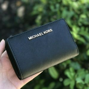 Michael Kors Jet Set Travel Bifold Coin Wallet Blk